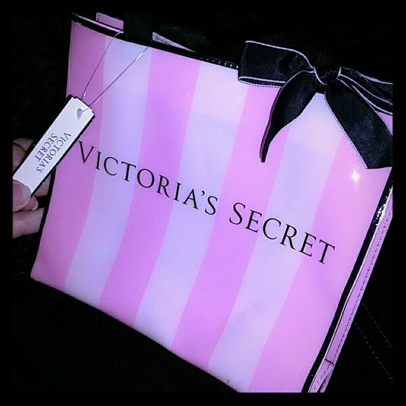 4d03b63d74e55 A victoria's secret gift bag. NWT